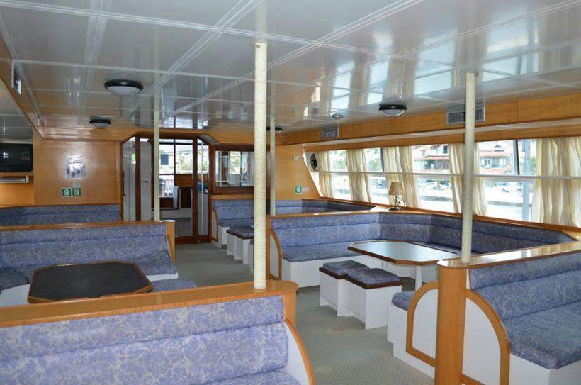 ydra-cruises-lounge