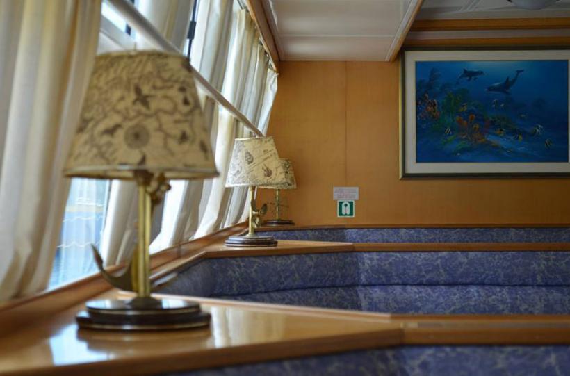 ydra-spetses-cruise-lounge-820×541